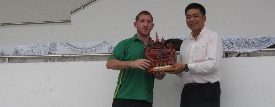 Cpt. Bleasy receiving the trophy